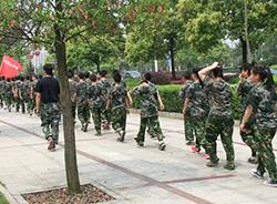 封闭式戒除青少年叛逆学校毕业的孩子谈特训经